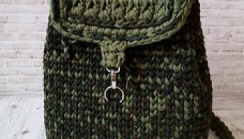Вязаный рюкзак из пряжи