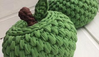 Шкатулка Яблоко из трикотажной пряжи