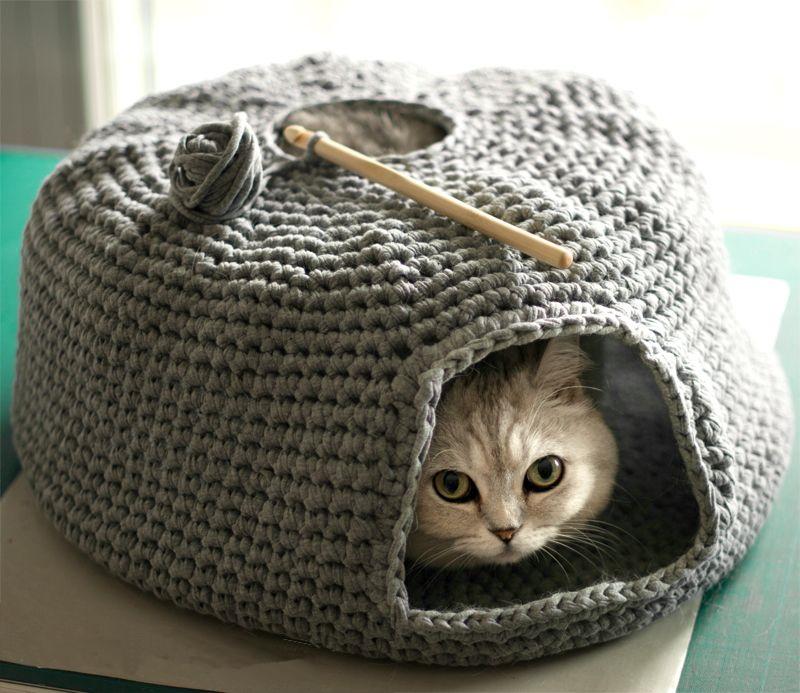Домик для кошки из трикотажной пряжи